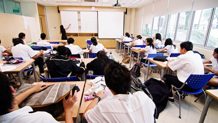 Contrast Between On-Campus Education and Online Education
